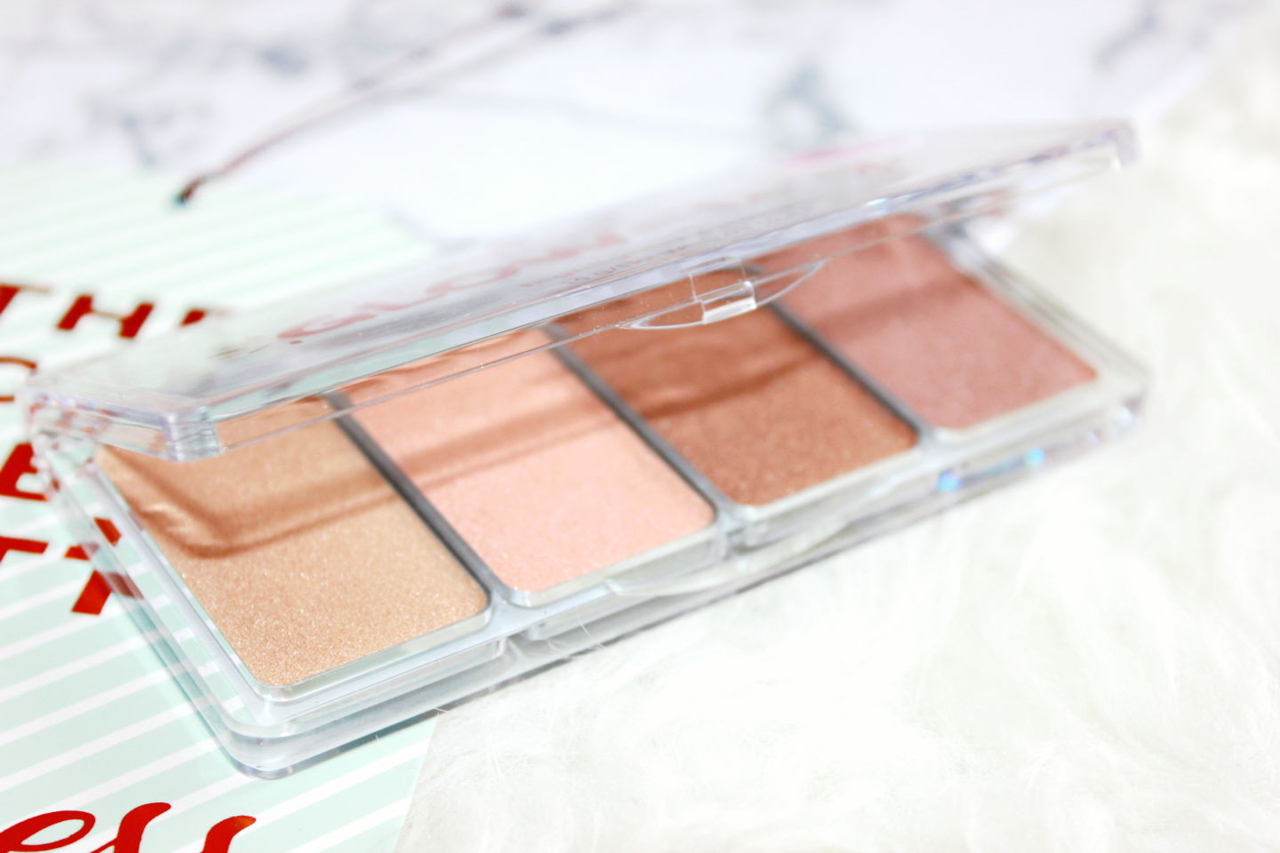 Essence-Glow-To-Go-Highlighter-Palette-Review